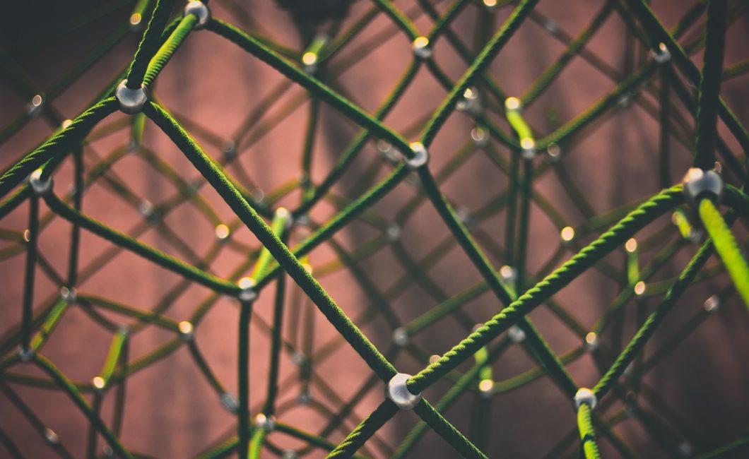 Kuva vihreästä kiipeilyverkosta
